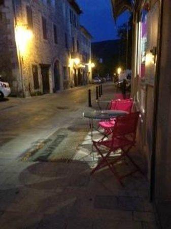 CROC'IN : front of restaurant