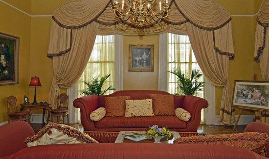The Lasker Inn: Luxurious Living Area