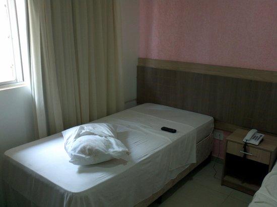 """Muffato Plaza Hotel: Travesseiro """"sem condições"""" de uso"""