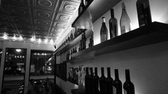 Bistro Merlot: Bar