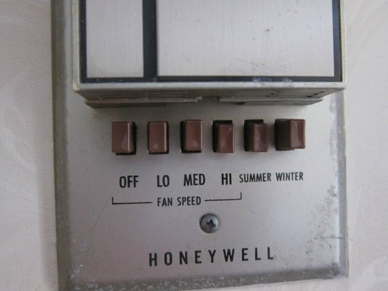 Hawthorne Hotel: The only 2 setting for the thermostat, Summer/Winter
