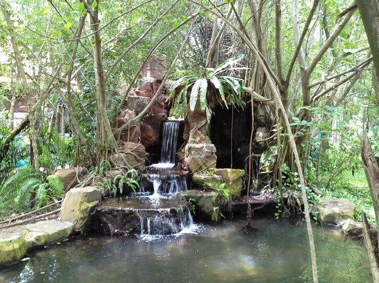 Siam Cultural Park: Waterfall and pond