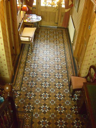 Bryn Holcombe : Hallway with traditional tiles