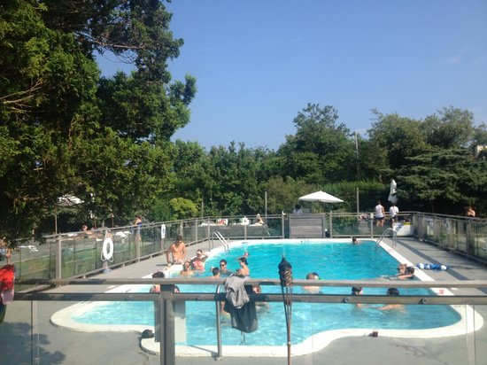 Sole East Resort : Pool action
