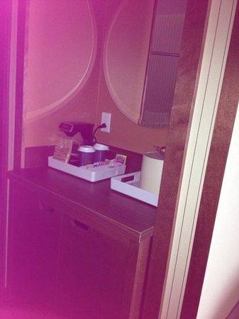 Four Points by Sheraton Edmundston: mini bar with fridge king suite