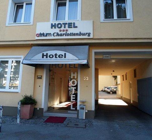 Atrium Charlottenburg Hotel : Вход в гостиницу
