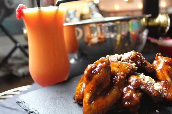 Oasis Bar and Restaurant: Oasis special Wings, with a cocktail