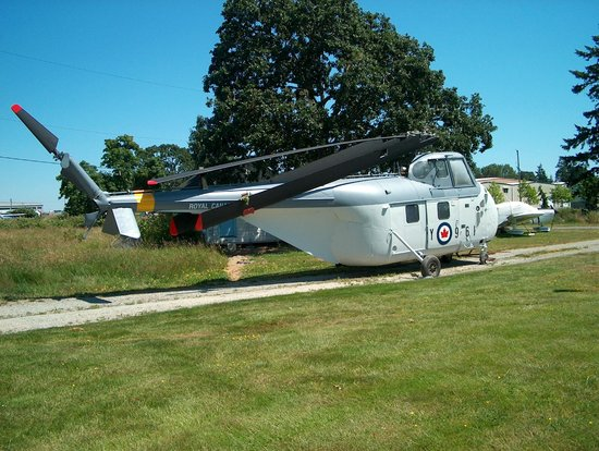 BC Aviation Museum: Sikorski HO4S-2 helicopter in RCN colours
