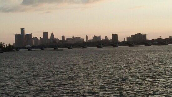 Belle Isle, ميتشجان: Belle Isle bridge