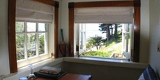Coast Guard House Historic Inn: Point Arena ocean-view room