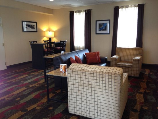 Best Western Plus The Inn at King of Prussia : Lounge area for relaxing with friends !!!
