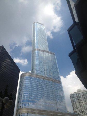 Trump International Hotel & Tower Chicago: building