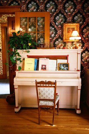 Voss Inn: living room