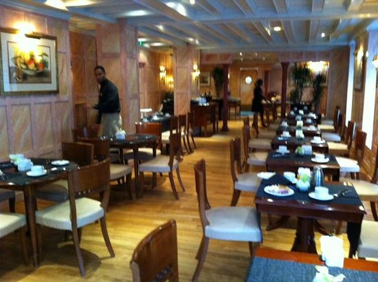 Melia Vendome - Paris: Empty dining room?? Why can I not choose my seat?