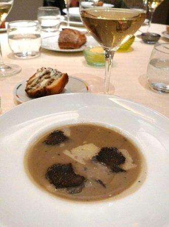 Restaurant Guy Savoy: soupe d'artichauts à la truffe noire