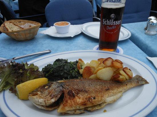 Fischhaus: Dorade, Spinat, Bratkartoffeln, Alt