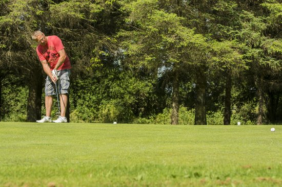 Brown Trout Golf & Country Inn: Putt