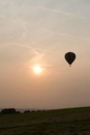 Uppermoor Farmhouse and Holiday Cottages: Hot Air Balloon over Farmhouse