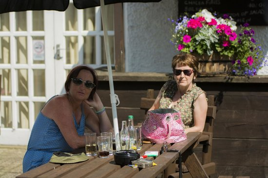 Brown Trout Golf & Country Inn: Wife and sister
