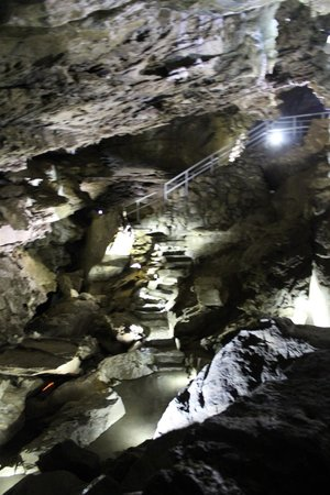 Oregon Caves National Monument : the deepest section is 200 feet into the mountain.