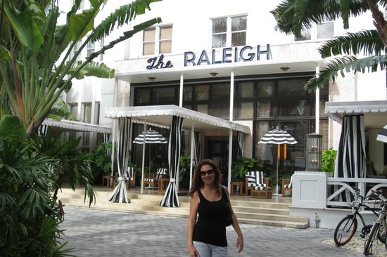 The Raleigh Miami Beach: The Raleigh front of hotel