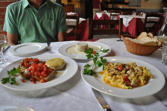 Osteria Di Meati: Bruschetta with cheese, porcini mushroom souffle, tagliatelle with porcini mushrooms