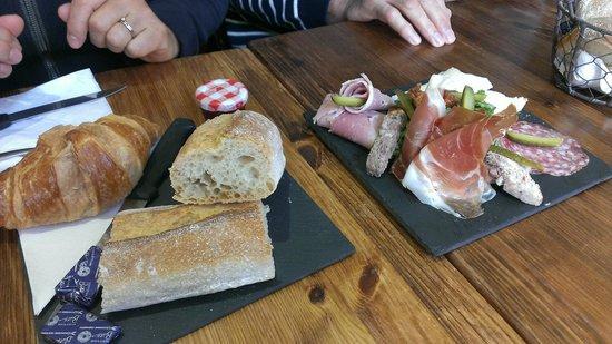 La Barantine: Sweet and hearty breakfast combos served on slate