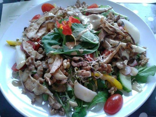 Orb raw food cafe: Pear and walnut salad