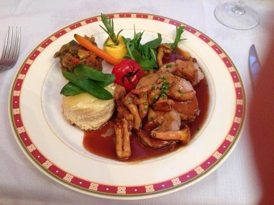 Auberge du Teillon: Slow cooked veal with mushrooms
