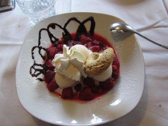 Rocca Pietore, Italie : gelato ai lamponi caldi