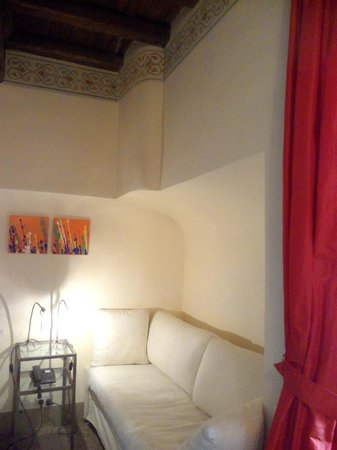 Residenza Torre Colonna : Red Room