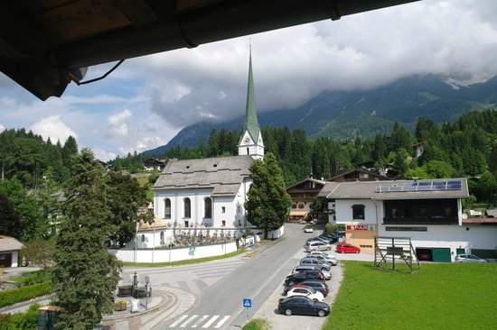 Hotel Alpin: View to side of room