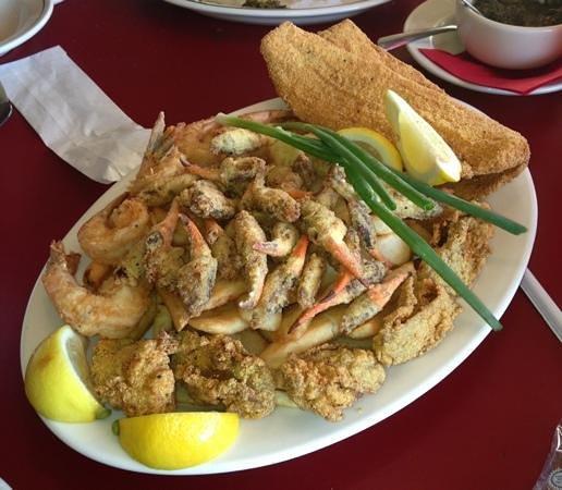Ed's Seafood Shed: Yo Mama's Platter!!