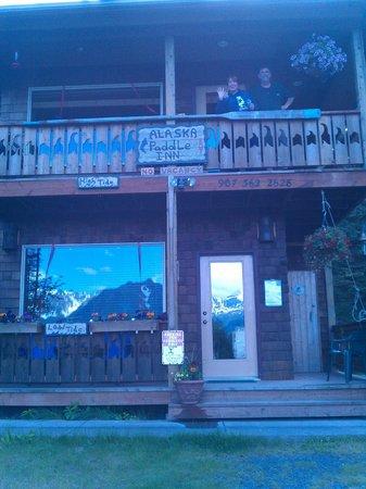 Alaska Paddle Inn: Front
