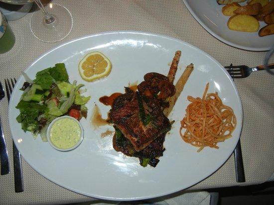 Escudo terrace restaurant: Salmon with a soy sauce