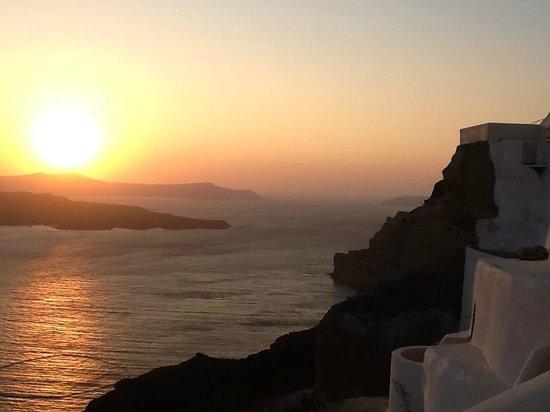 Petit Palace Suites Hotel: Balcony Sunset View