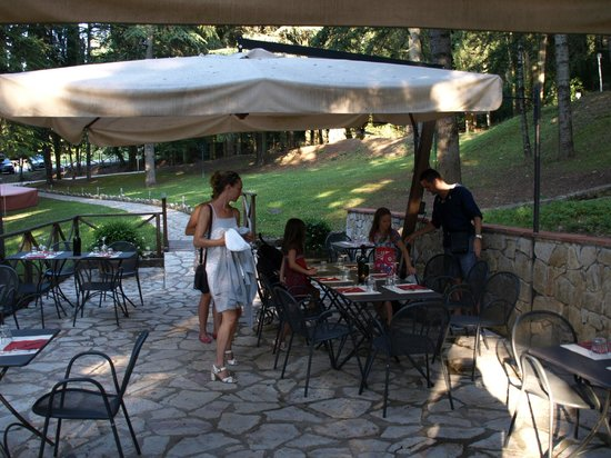 Osteria del Castello: Nice scenery in the middle of the trees