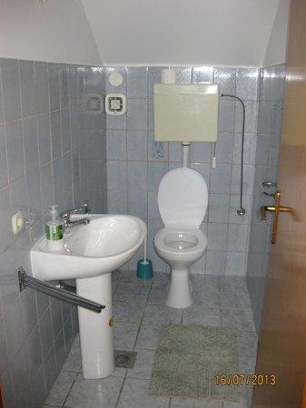 Apartments Prince Hrvoje: Second bathroom