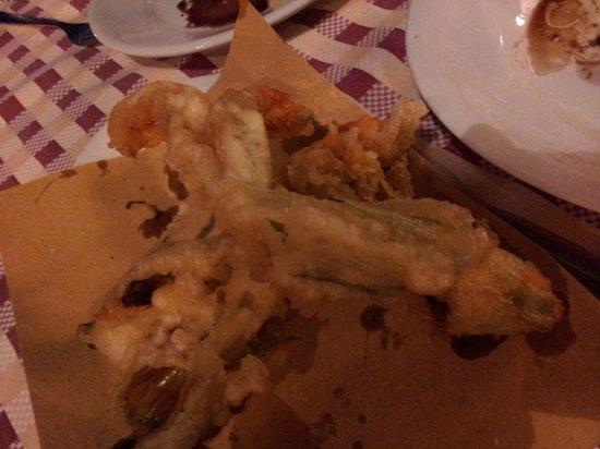 Osteria dell'ignorante: fried zucchini flowers