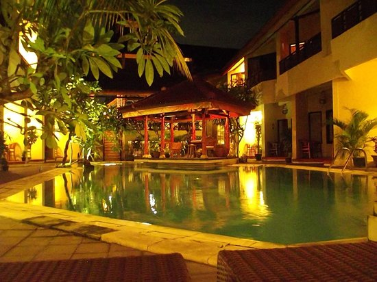 Hotel The Flora Kuta Bali: just perfect,just out the room