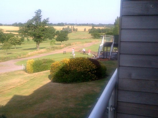 BEST WESTERN PLUS Coventry Windmill Village Hotel Golf & Spa: Balcony view of the 1st tee. A 4 ball going out at 8am!