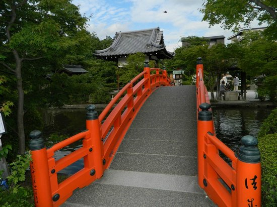 Shinsenen: Lovely taiko bridge.