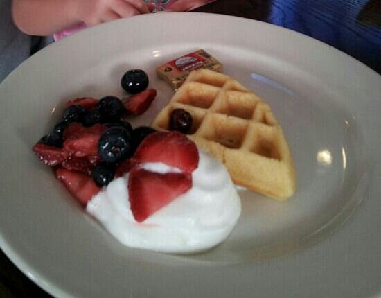 2nd Street Bistro: great weekend breakfast.waffles are amazing