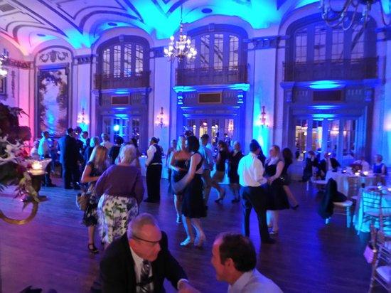 دبل تري باي هيلتون - ذا تيودور: The Crystal Ballroom