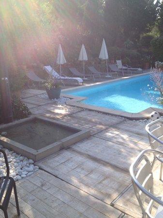 La Maison sur la Colline: piscine