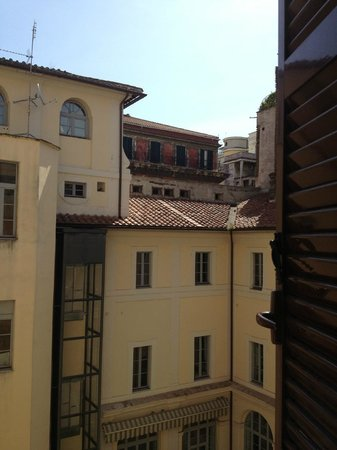 Basilio 55 Rome : Interior room, view overlooking courtyard