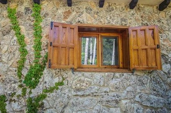 Casas Rurales Batan Rio Tus: casa piedra