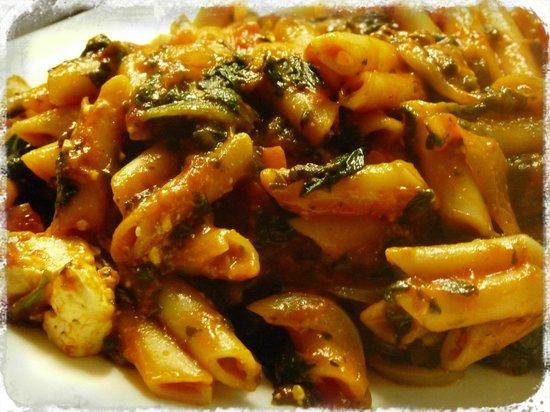 Steakhouse Taurus : Pene Taurus con espinaca, tomate, queso de cabra y gouda