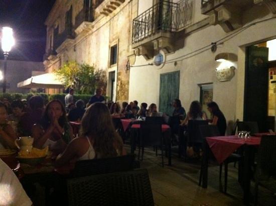 Ristorante la bettola in lecce con cucina barbecue - Ristorante con tavoli all aperto roma ...