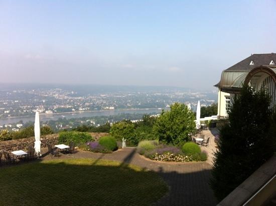 Steigenberger Grandhotel Petersberg: Ausblick ins Rheintal